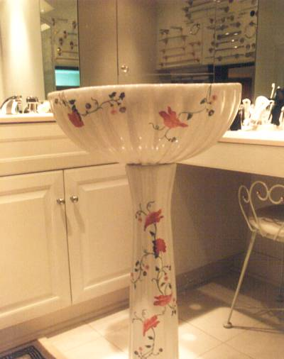 Attirant Porcelain Painted Sink. Pedestal ...
